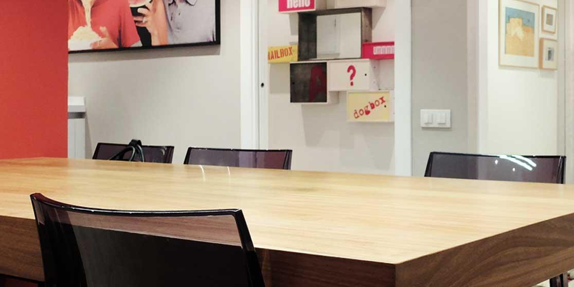 Interiorista Barcelona reformas proyectos cocina mesa