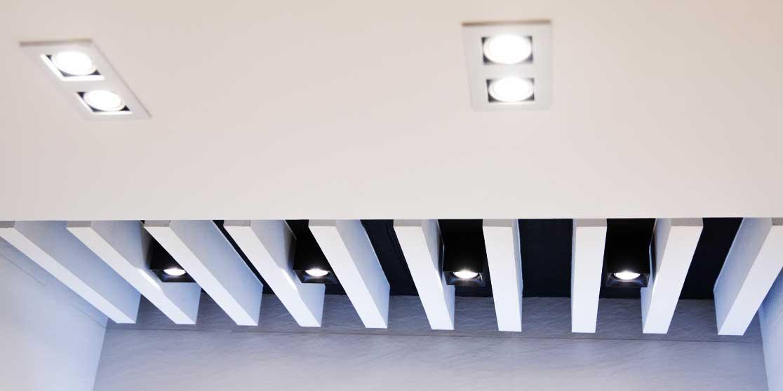 Interiorista Barcelona reformas baños techo iluminación