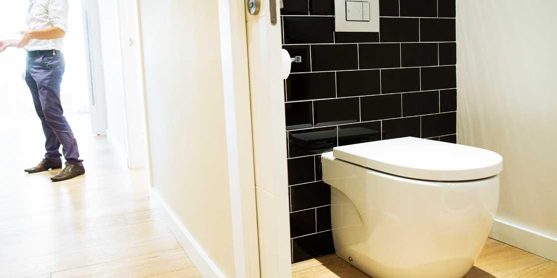 Interiorista Barcelona reformas baño lavabo negro
