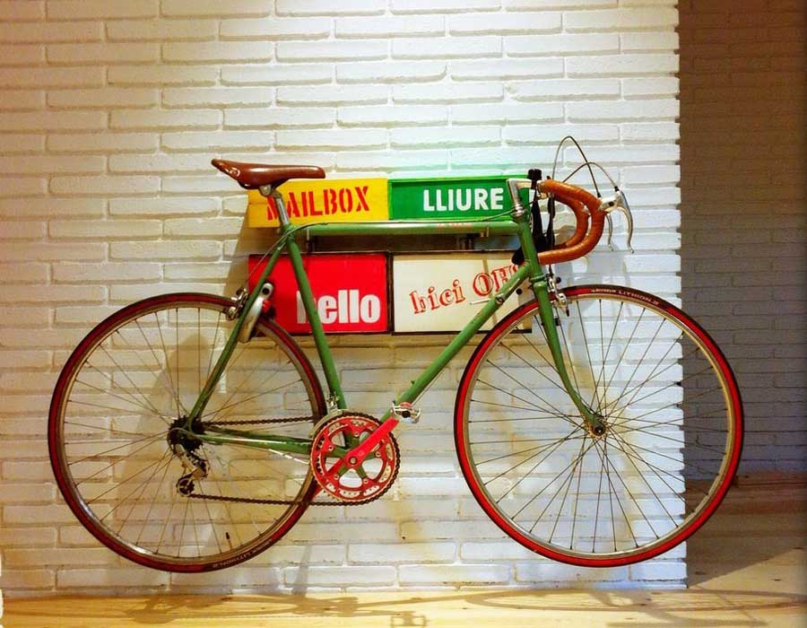 Interiorista Barcelona muebles especiales bici
