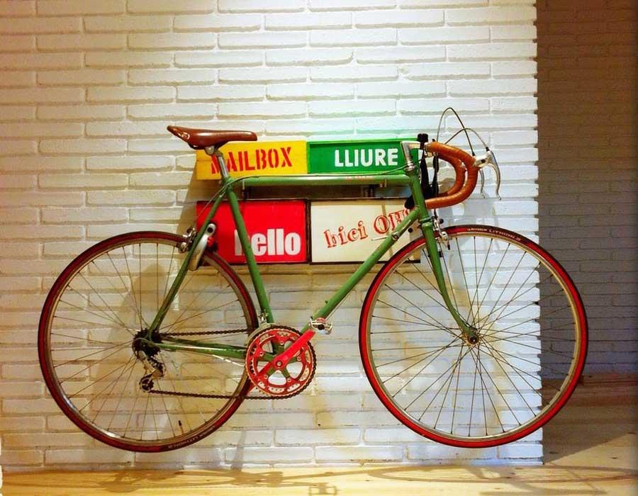 Interiorista Barcelona muebles especiales bici