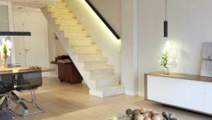 Interiorista Barcelona proyectos reformas viviendas escalera salon