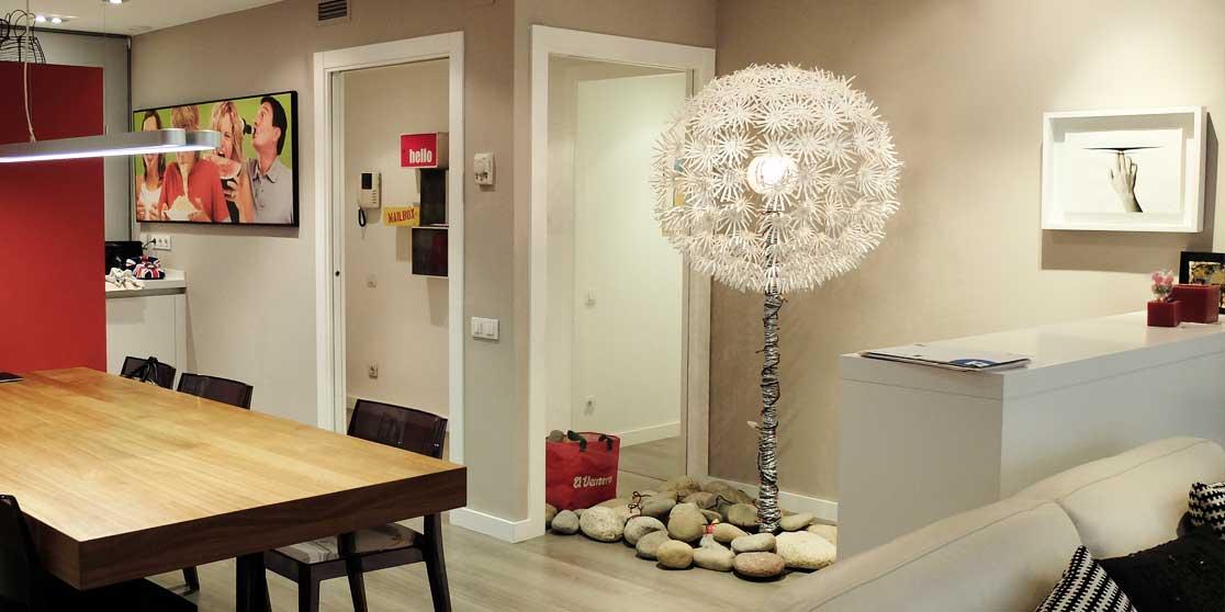 Interiorista Barcelona reformas proyectos salon arbol zen