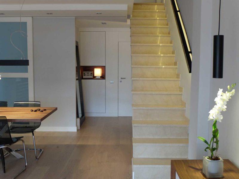 Interiorista Barcelona proyectos reformas vivienda escalera