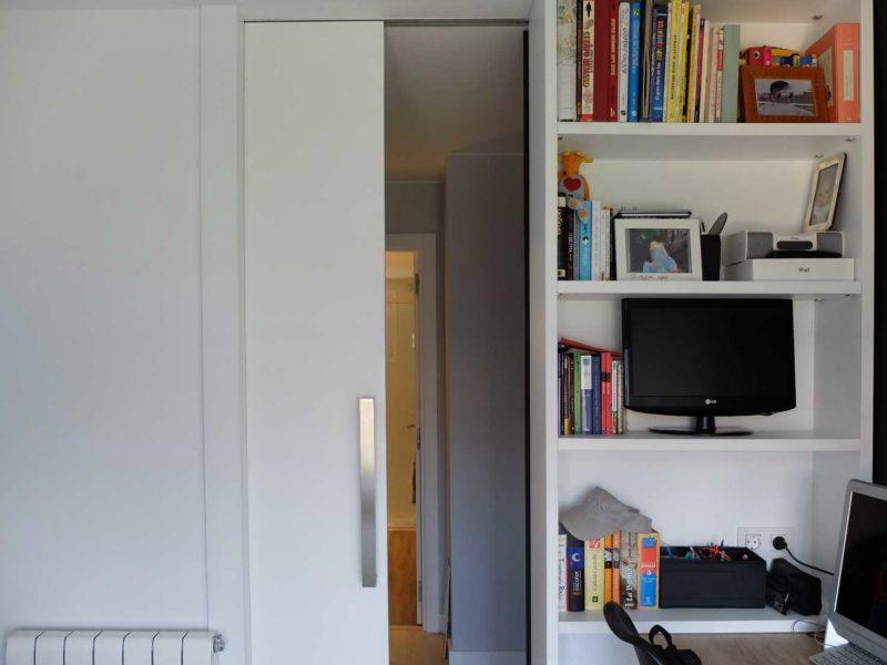 Interiorista Barcelona proyectos reformas viviendas habitacion estanteria