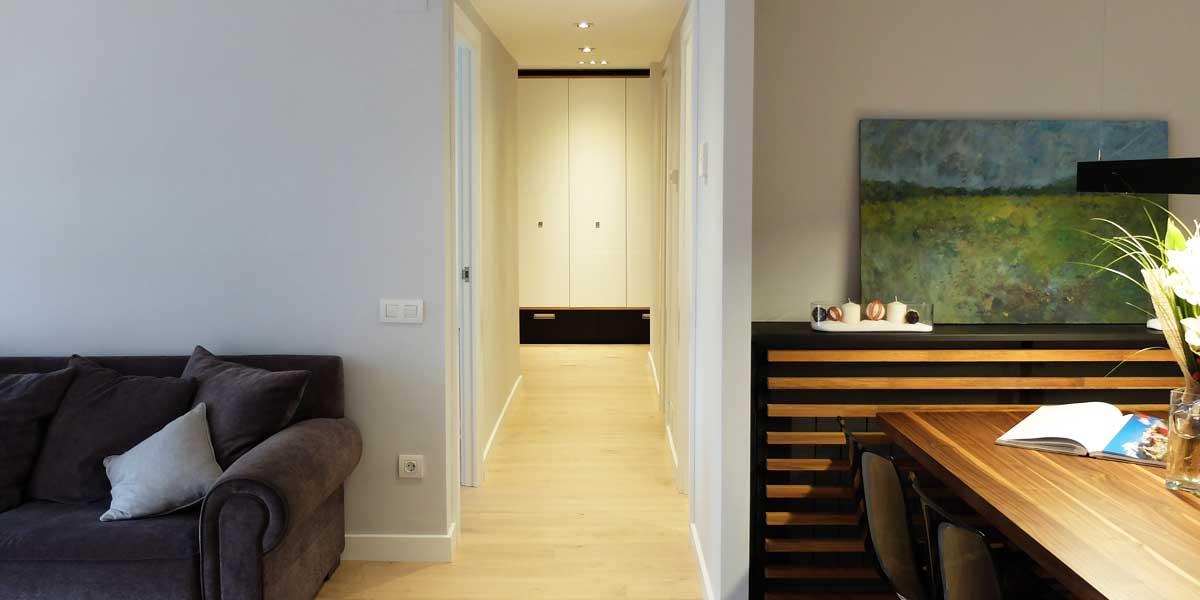 Interiorista Barcelona proyectos reformas viviendas pasillo salon
